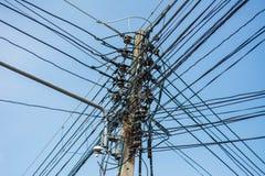 Ακατάστατα ηλεκτρικά καλώδια στοκ φωτογραφία