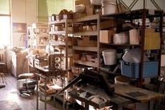 Ακατάστατο δωμάτιο αποθηκών εμπορευμάτων στοκ φωτογραφία