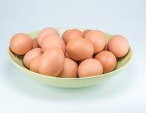 Ακατέργαστα αυγά στο άσπρο υπόβαθρο Στοκ Εικόνα