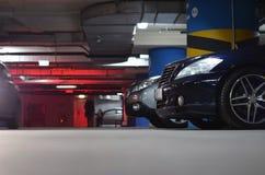 ακατέργαστα αυτοκίνητα στο χώρο στάθμευσης nderground Στοκ Εικόνες
