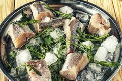 Ακατέργαστα θαλασσινά, ψάρια, υγιής κατανάλωση καρυκεύματα, λεμόνι, μαγείρεμα, κοπή, γεύμα, dorado, κατανάλωση, αγορά, υλικά, μαλ Στοκ φωτογραφίες με δικαίωμα ελεύθερης χρήσης
