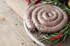 Ακατέργαστα λουκάνικα βόειου κρέατος, εκλεκτικά αφρικανικά boerewors εστίασης στοκ εικόνες με δικαίωμα ελεύθερης χρήσης