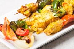 Κοτόπουλο kebab έτοιμο να είναι σχάρα Στοκ Εικόνες