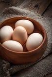Ακατέργαστα οργανικά αγροτικά αυγά Στοκ εικόνα με δικαίωμα ελεύθερης χρήσης