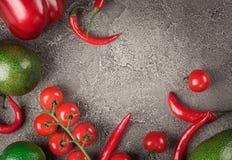Ακατέργαστα οργανικά λαχανικά με τα φρέσκα συστατικά για το υγιές μαγείρεμα Έννοια τροφίμων Vegan ή διατροφής Σχεδιάγραμμα υποβάθ Στοκ Εικόνα