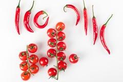 Ακατέργαστα οργανικά λαχανικά με τα φρέσκα συστατικά για το υγιές μαγείρεμα στο άσπρο υπόβαθρο Έννοια τροφίμων Vegan ή διατροφής  Στοκ εικόνα με δικαίωμα ελεύθερης χρήσης