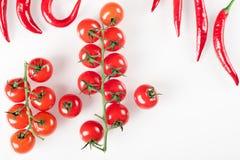 Ακατέργαστα οργανικά λαχανικά με τα φρέσκα συστατικά για το υγιές μαγείρεμα στο άσπρο υπόβαθρο Έννοια τροφίμων Vegan ή διατροφής  Στοκ φωτογραφία με δικαίωμα ελεύθερης χρήσης