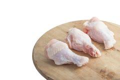 Ακατέργαστα πόδια κοτόπουλου στην άσπρη ανασκόπηση Στοκ φωτογραφίες με δικαίωμα ελεύθερης χρήσης