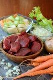 Ακατέργαστα συστατικά για να προετοιμάσει stew στοκ εικόνες