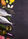 Ακατέργαστα φρέσκα ψάρια dorado Στοκ εικόνα με δικαίωμα ελεύθερης χρήσης