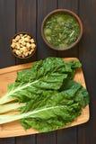 Ακατέργαστα Chard φύλλα με Chard τη σούπα και Croutons Στοκ Φωτογραφίες
