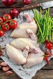 Ακατέργαστες λωρίδες στηθών κοτόπουλου supremes με τα τσίλι, τα δημητριακά πιπεριών και το θυμάρι Με το σπαράγγι και τις ντομάτες Στοκ Εικόνα