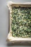 Ακατέργαστη ελληνική κατακόρυφος Spanakopita πιτών στοκ φωτογραφίες με δικαίωμα ελεύθερης χρήσης