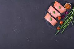 1 ακατέργαστη μπριζόλα σολομών Στοκ φωτογραφία με δικαίωμα ελεύθερης χρήσης