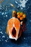 1 ακατέργαστη μπριζόλα σολομών Στοκ εικόνα με δικαίωμα ελεύθερης χρήσης