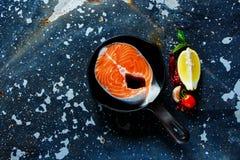 1 ακατέργαστη μπριζόλα σολομών Στοκ Φωτογραφία