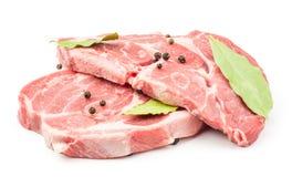 Ακατέργαστη περικοπή λαιμών χοιρινού κρέατος που απομονώνεται στο λευκό στοκ εικόνα