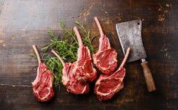 Ακατέργαστοι πλευρά μοσχαρίσιων κρεάτων κρέατος και μπαλτάς κρέατος στοκ φωτογραφία με δικαίωμα ελεύθερης χρήσης