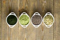 Ακατέργαστοι σπόροι και σκόνη Superfood Στοκ φωτογραφίες με δικαίωμα ελεύθερης χρήσης