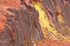 Ακατέργαστος βωξίτης ορυχείων βωξίτη στην επιφάνεια Στοκ Φωτογραφίες