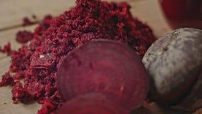 Ακατέργαστος κόκκινος χυμός παντζαριών κλείστε επάνω απόθεμα βίντεο