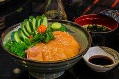 Ακατέργαστο και φρέσκο sashimi κρέας ψαριών - ιαπωνικό ύφος τροφίμων Στοκ εικόνες με δικαίωμα ελεύθερης χρήσης