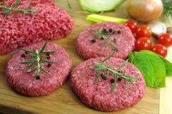 Ακατέργαστο κομματιασμένο κρέας βόειου κρέατος στοκ φωτογραφία