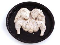 Ακατέργαστο κοτόπουλο με το σκόρδο που μαρινάρεται στο ελαιόλαδο ξιδιού και στοκ φωτογραφία με δικαίωμα ελεύθερης χρήσης