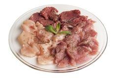 Ακατέργαστο κρέας σε ένα πιάτο γυαλιού Στοκ φωτογραφία με δικαίωμα ελεύθερης χρήσης