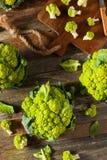 Ακατέργαστο οργανικό πράσινο κουνουπίδι μπρόκολου Στοκ εικόνα με δικαίωμα ελεύθερης χρήσης