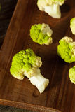 Ακατέργαστο οργανικό πράσινο κουνουπίδι μπρόκολου Στοκ φωτογραφίες με δικαίωμα ελεύθερης χρήσης