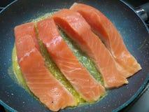 Ακατέργαστο τηγάνισμα λωρίδων salmons Στοκ Φωτογραφίες