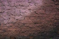 Ακατέργαστο τούβλο με smudges ασβεστοκονιάματος Στοκ Φωτογραφία
