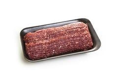 Ακατέργαστο forcemeat βόειου κρέατος σε μια συσκευασία στοκ εικόνες