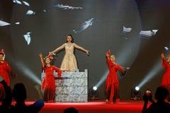Ακμάζοντας αποδόσεις Κίνα-τραγουδιού και χορού Στοκ Φωτογραφίες