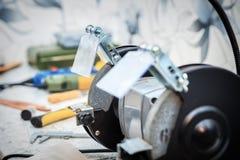 Ακονίζοντας μηχανή και εργαλεία Στοκ εικόνα με δικαίωμα ελεύθερης χρήσης