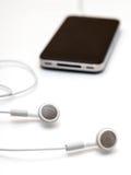 Ακουστικά και κινητό smartphone Στοκ φωτογραφία με δικαίωμα ελεύθερης χρήσης