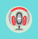 Ακουστικά και ραδιο διάνυσμα σχεδίου μικροφώνων επίπεδο Στοκ εικόνα με δικαίωμα ελεύθερης χρήσης