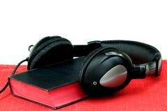 Ακουστικά και Bbile Στοκ φωτογραφίες με δικαίωμα ελεύθερης χρήσης