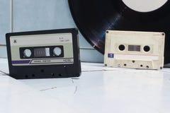 Ακουστικά κασέτες και βινύλιο Στοκ Εικόνα