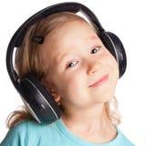 ακουστικά κοριτσιών λίγα Στοκ φωτογραφία με δικαίωμα ελεύθερης χρήσης