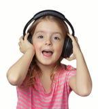 Ακουστικά κοριτσιών παιδιών που απομονώνονται Τραγούδι ακουστικών παιδιών Στοκ Εικόνα
