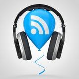 Ακουστικά πέρα από το μπαλόνι με το εικονίδιο λογότυπων RSS Podcast τρισδιάστατη απόδοση Στοκ Φωτογραφίες