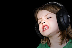 ακουστικά παιδιών που τραγουδούν τις νεολαίες Στοκ φωτογραφία με δικαίωμα ελεύθερης χρήσης