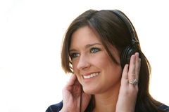 ακουστικά που ακούνε τη γυναίκα Στοκ Φωτογραφία