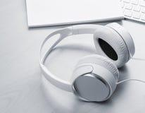 Ακουστικά, σημειωματάριο και PC Στοκ εικόνα με δικαίωμα ελεύθερης χρήσης