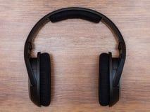 Ακουστικά στον πίνακα Στοκ Εικόνες