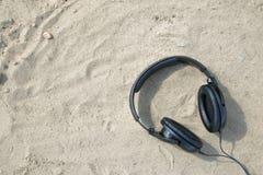 Ακουστικά στο υπαίθριο υπόβαθρο Στοκ εικόνες με δικαίωμα ελεύθερης χρήσης