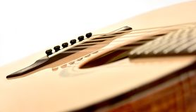 Ακουστική κιθάρα δώδεκα διαγώνιος μερών σειρών που κλίνουν Στοκ εικόνα με δικαίωμα ελεύθερης χρήσης