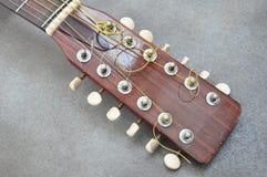 Ακουστική κιθάρα σταθερών μερών τόρνου στοκ εικόνα με δικαίωμα ελεύθερης χρήσης